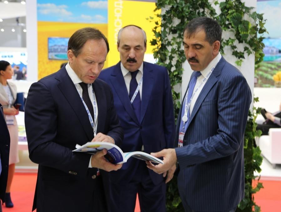 Лев Кузнецов посетил экспозицию Республики Дагестан на форуме «Сочи-2015»