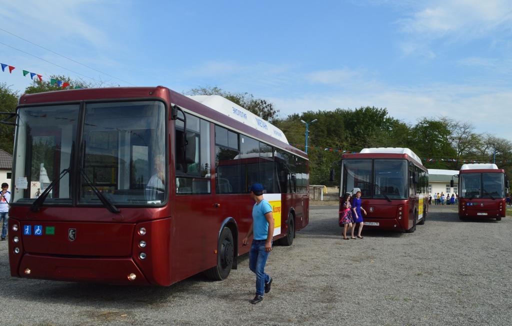 Руководство Дагестана подарило Кизляру 3 автобуса на 280-летие