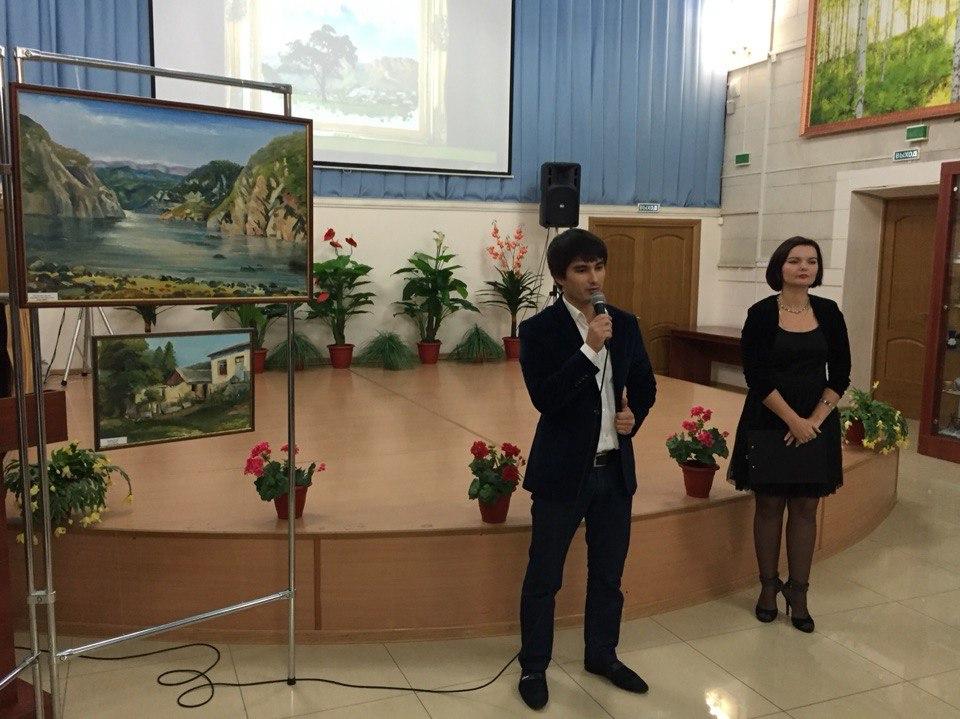 В Кизляре открылась выставка молодых художников