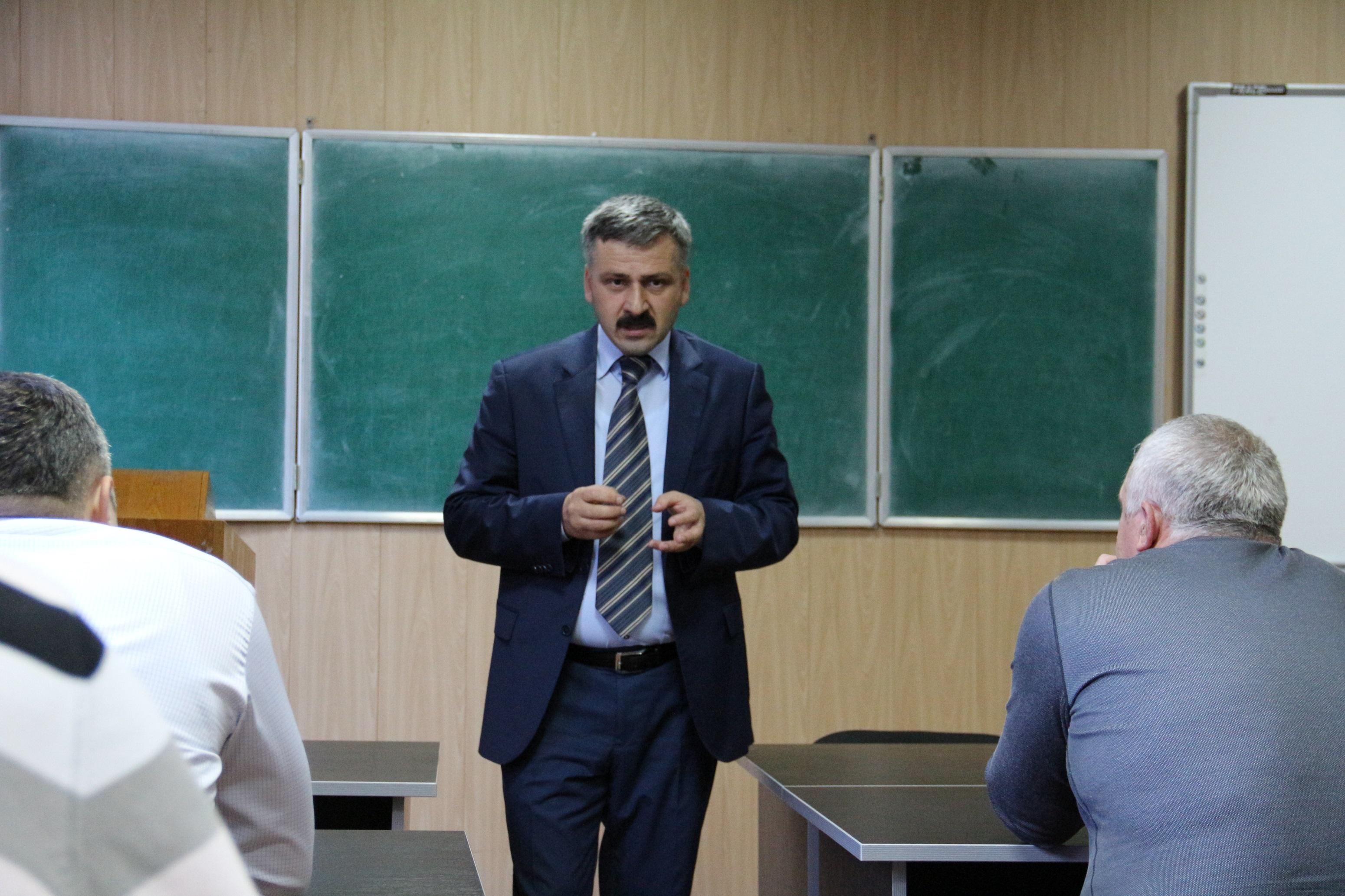 Юсуп Малламагомедов прочитал лекцию для госслужащих в ДГУ