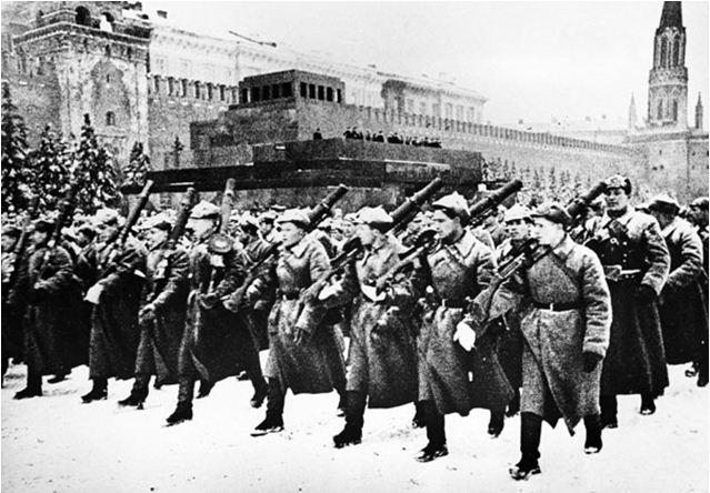 От парада надежды - к параду Победы
