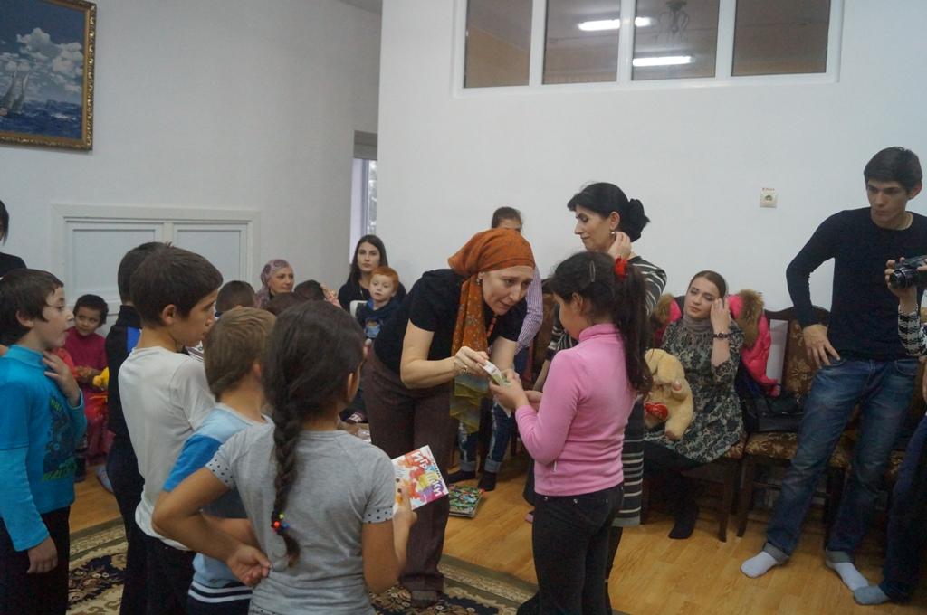 Студенты из Кизляра побывали в гостях у детей из Реабилитационного центра Дербента