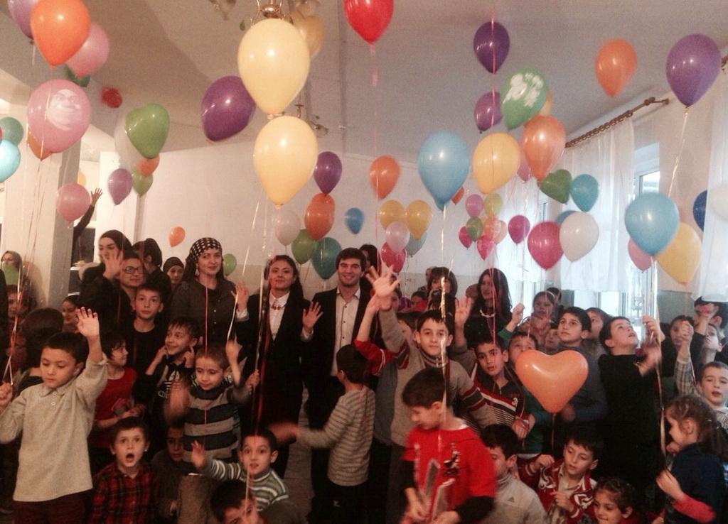 Студенты Дагестанского госуниверситета организовали концерт в школе-интернате для детей сирот