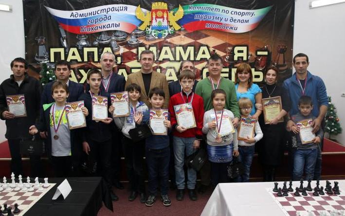 В турнире «Папа, мама, я – шахматная семья» приняло участие около 50 команд