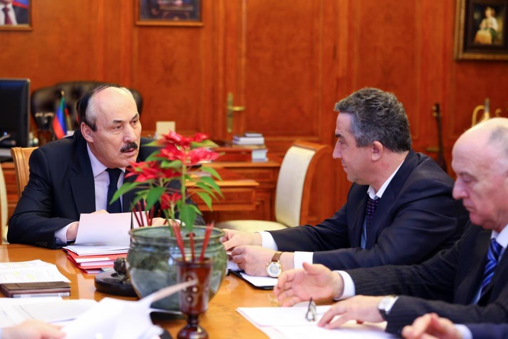 Рамазан Абдулатипов провел ряд встреч с руководителями муниципальных образований РД