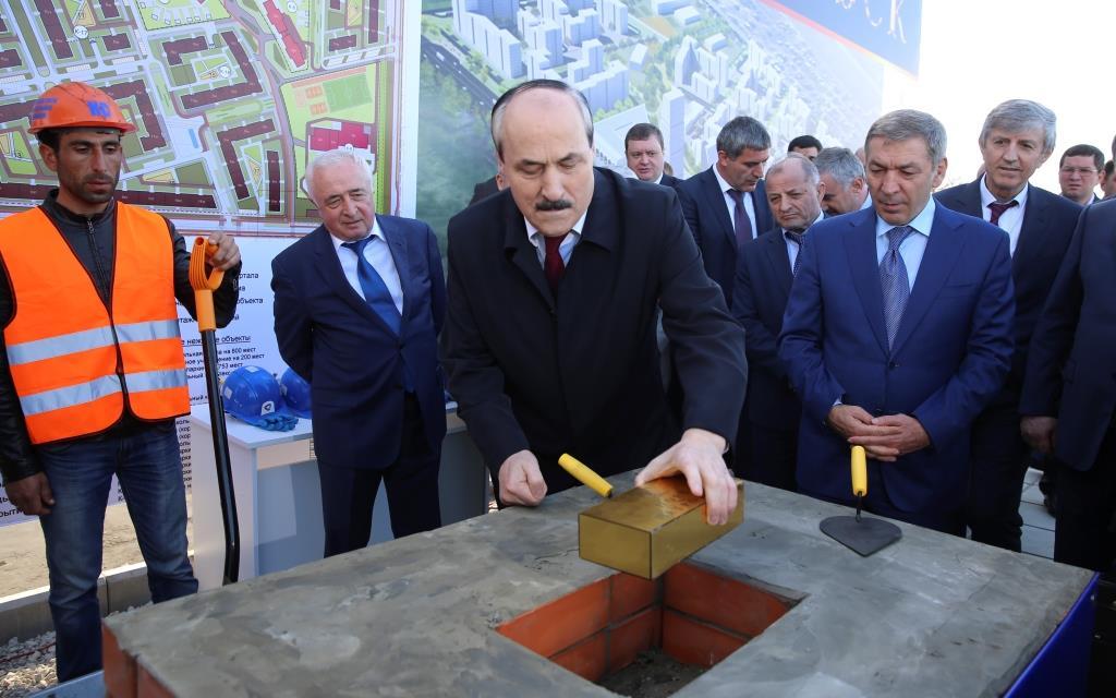 Глава Дагестана заложил первый камень в основание микрорайона «Порт - Петровск»