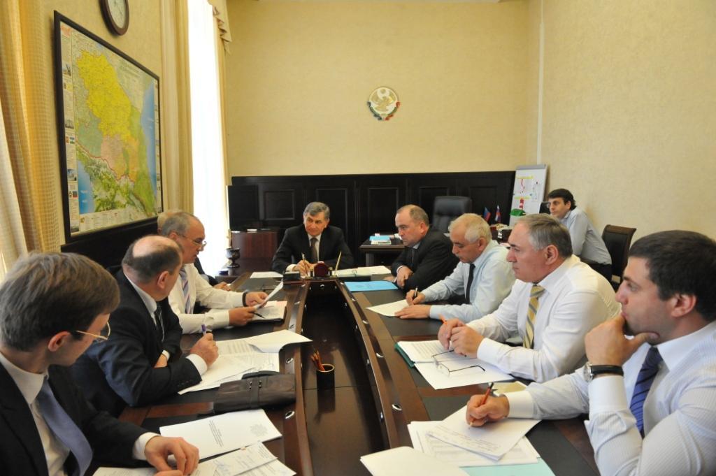 Под руководством Гасана Идрисова обсудили вопросы собираемости взносов на капитальный ремонт
