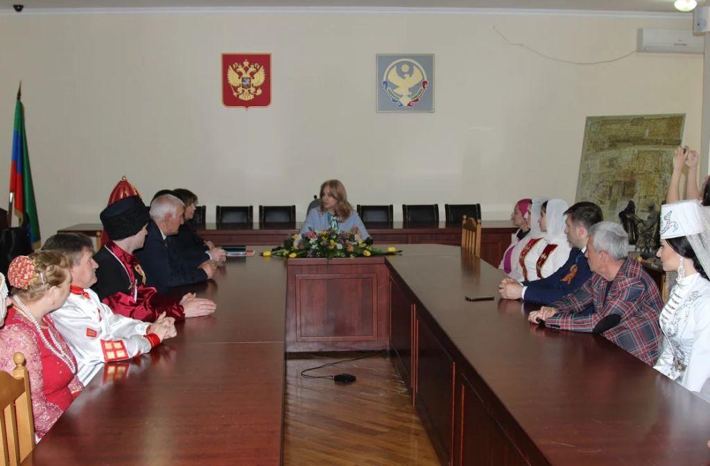 Министр культуры Дагестана Зарема Бутаева встретилась с участниками Международного  фестиваля «Кавказ – единая семья»