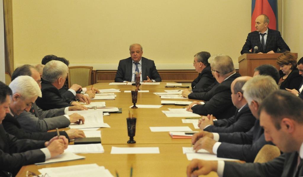 Под руководством Анатолия Карибова прошло заседание Трехсторонней комиссии по регулированию социально-трудовых отношений