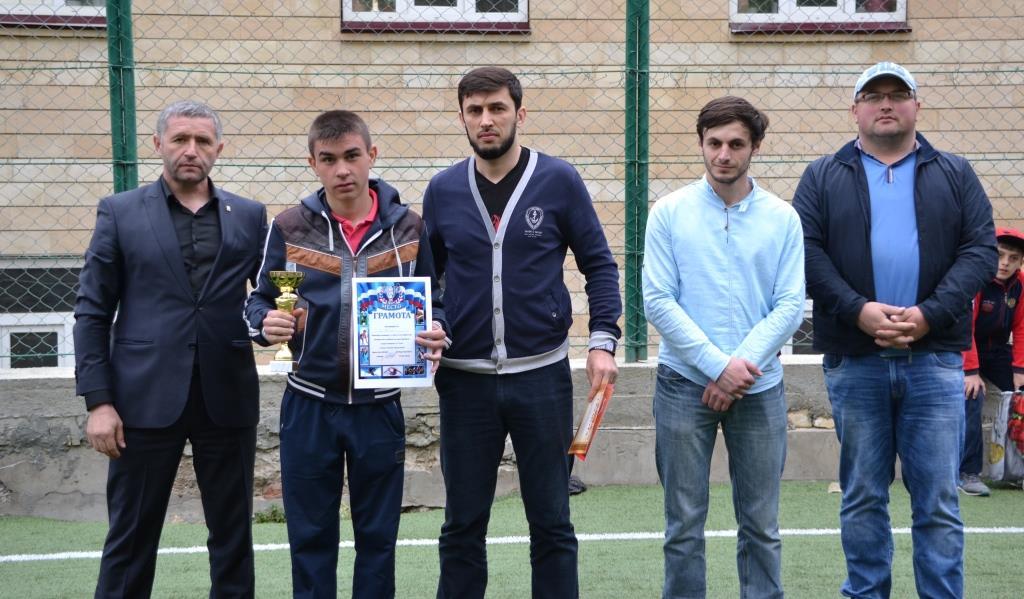 Состоялось первенство Акушинского района по мини-футболу среди юношей,  посвященное 71-й годовщине Победы в Великой Отечественной войне