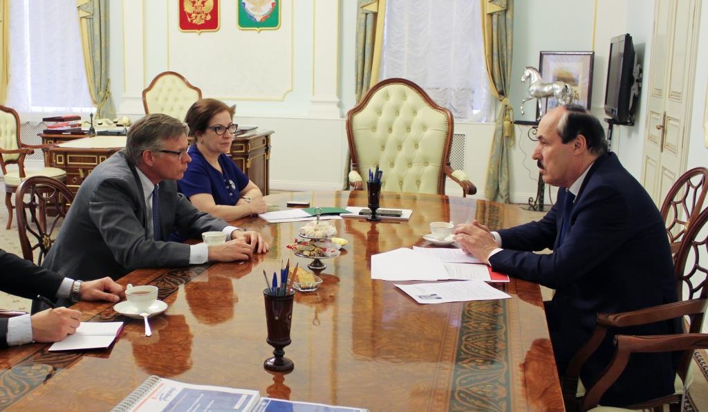 Глава Дагестана встретился с послом Королевства Швеция