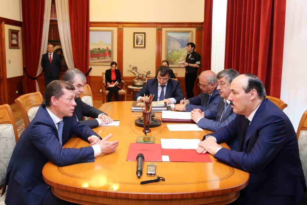 Приоритетные направления совместной работы обсуждены на встрече Рамазана Абдулатипова и Максима Топилина