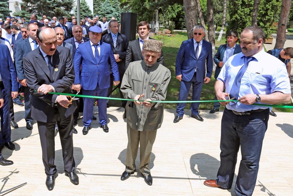 Глава Дагестана принял участие в открытии мечети им. Имама Дагестана и Чечни, шейха Шамиля