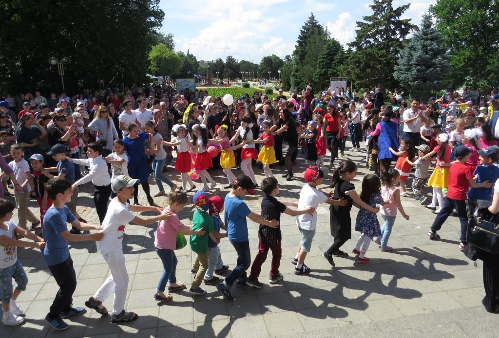 Праздничное мероприятие для детей под эгидой «Единой России» прошло на Родопском бульваре Махачкалы