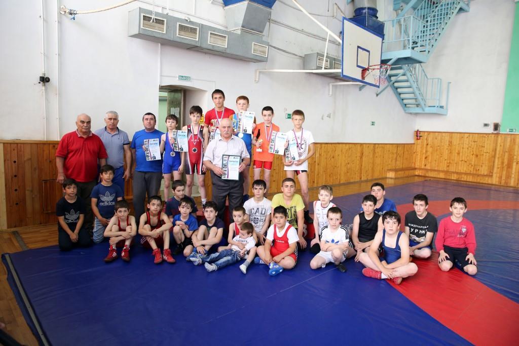 Победителей Всероссийского турнира по борьбе в Татарстане наградили в Махачкале