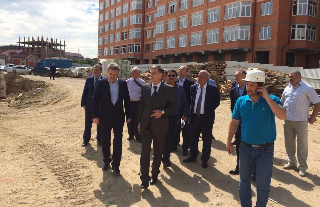 В Махачкале продолжается строительство Перинатального центра