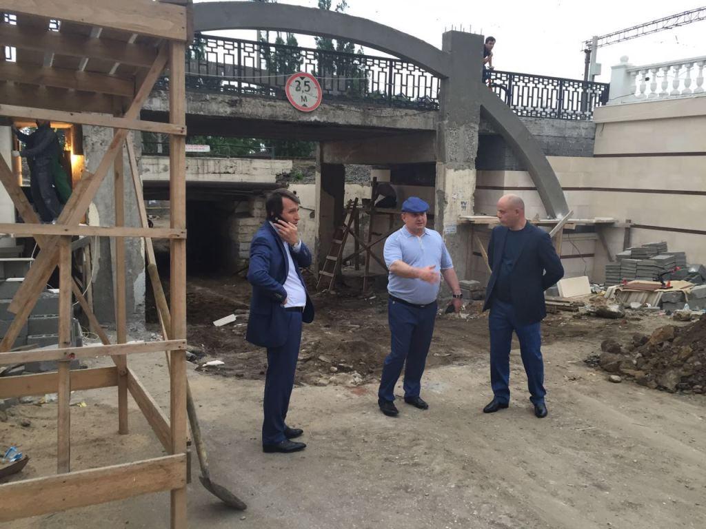 Муса Мусаев проинспектировал ход реконструкции въезда на городской пляж