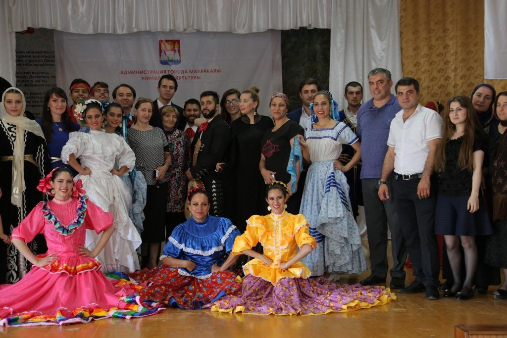 Зарубежные фольклорные коллективы и ансамбли выступили в пригородах Махачкалы