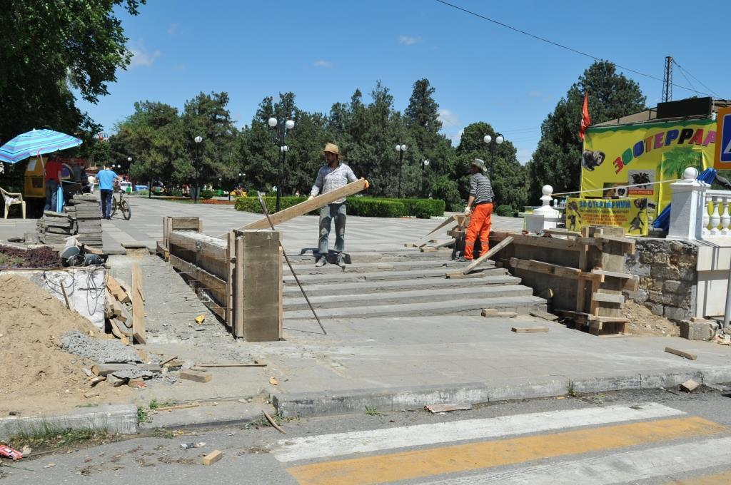 В Махачкале идут работы по реконструкции въезда на городской пляж со стороны ул. Леваневского