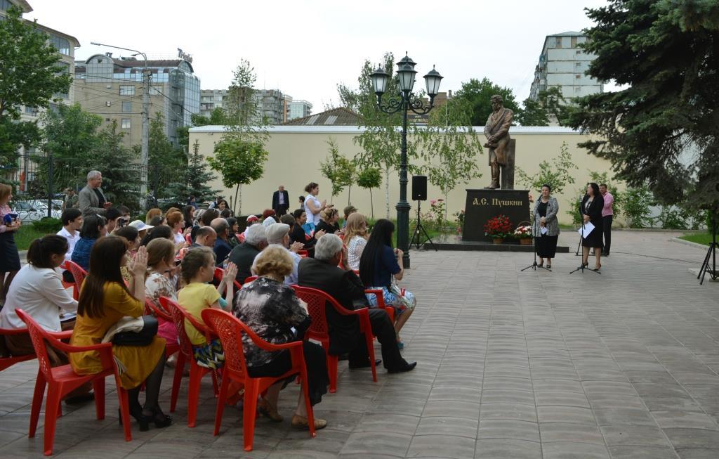 Пушкинский день во дворе Театра поэзии