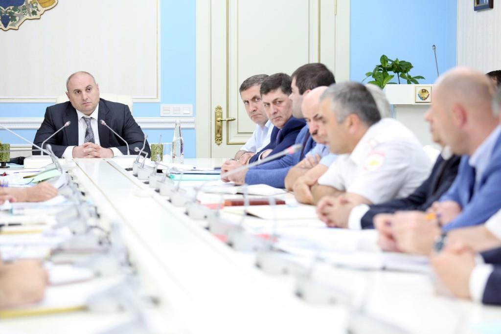 На аппаратном совещании в администрации г. Махачкалы был обсужден ряд вопросов и даны поручения по ним