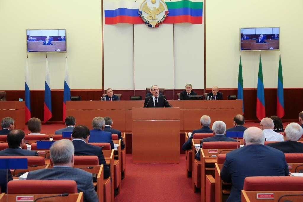 Рамазан Абдулатипов принял участие в работе заключительной сессии Народного Собрания РД пятого созыва