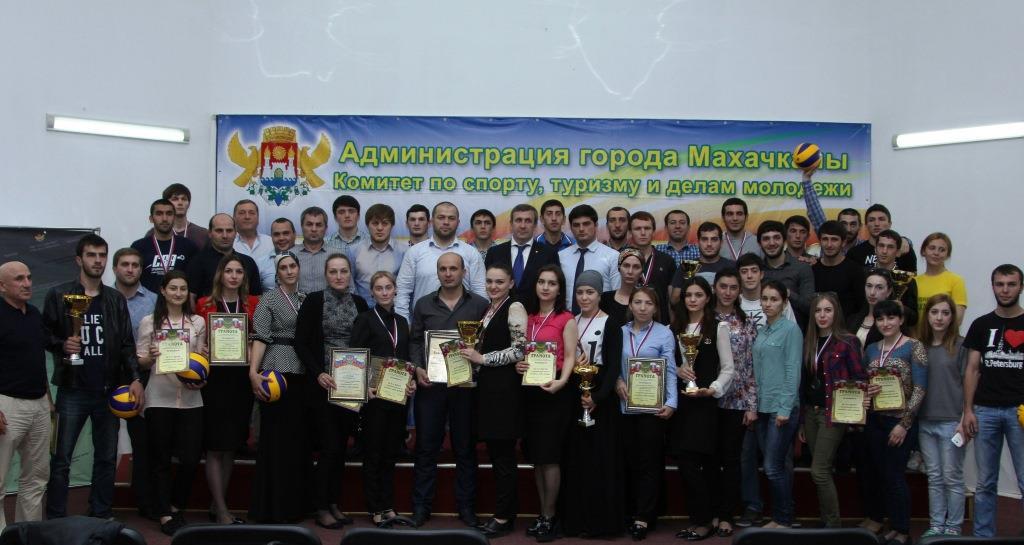 Победителей Студенческой лиги по волейболу наградили в Махачкале