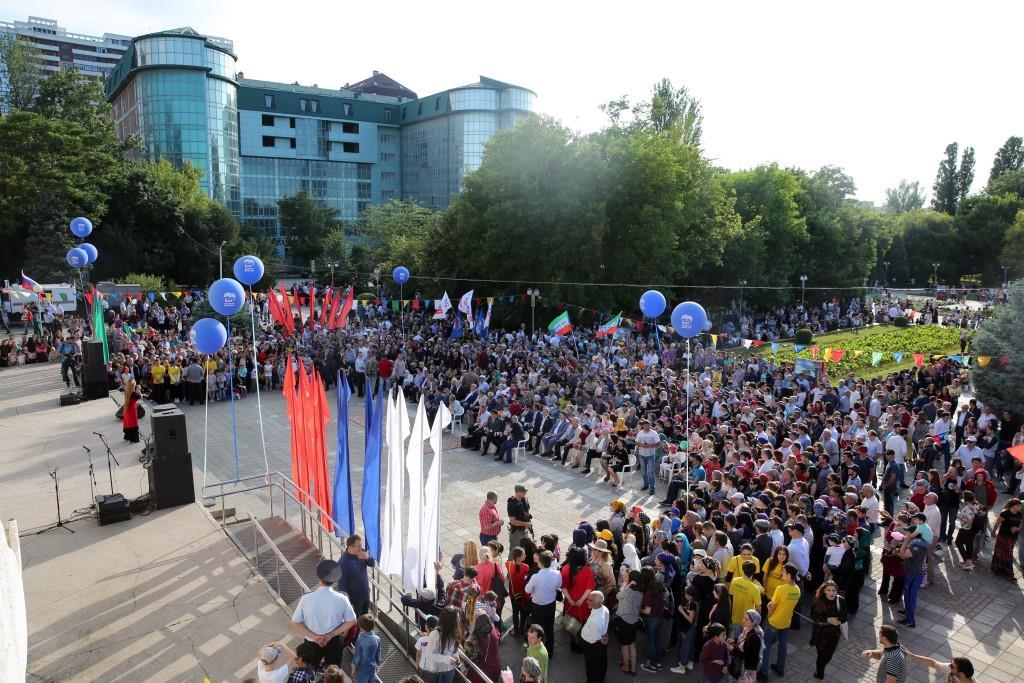 День России отметили в Махачкале митингом-концертом и народными гуляниями