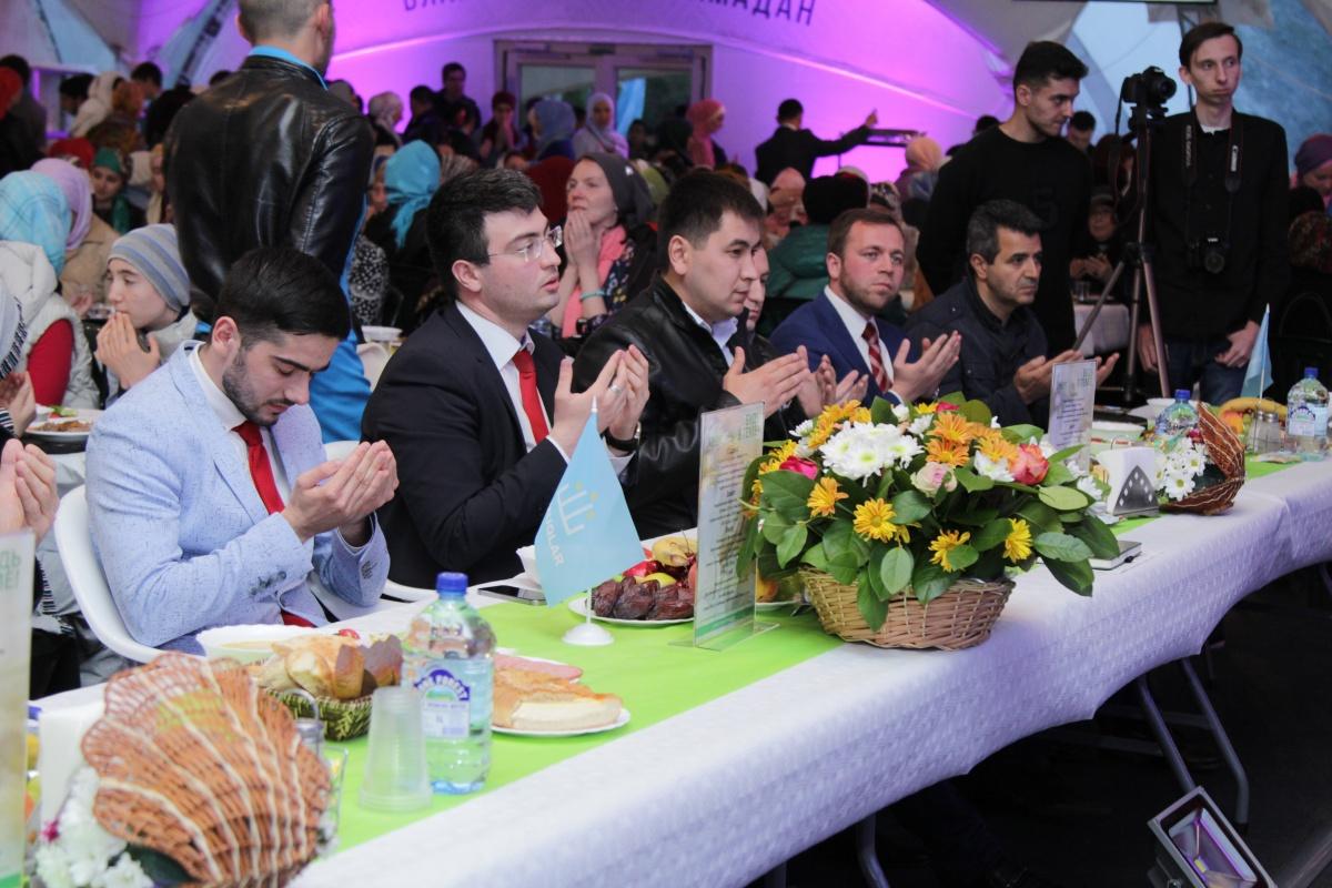 Вечер кумыкской общины в шатре Рамадана