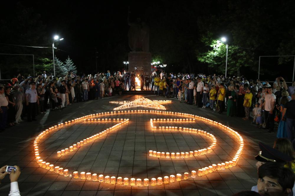 «Свечу памяти» зажгли в Махачкале в канун Дня памяти и скорби
