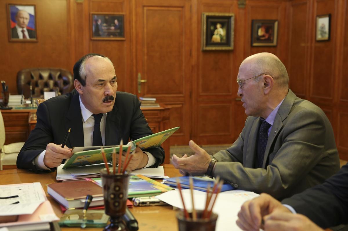 Рамазан Абдулатипов провел рабочие встречи с главами Чародинского и Цумадинского районов республики