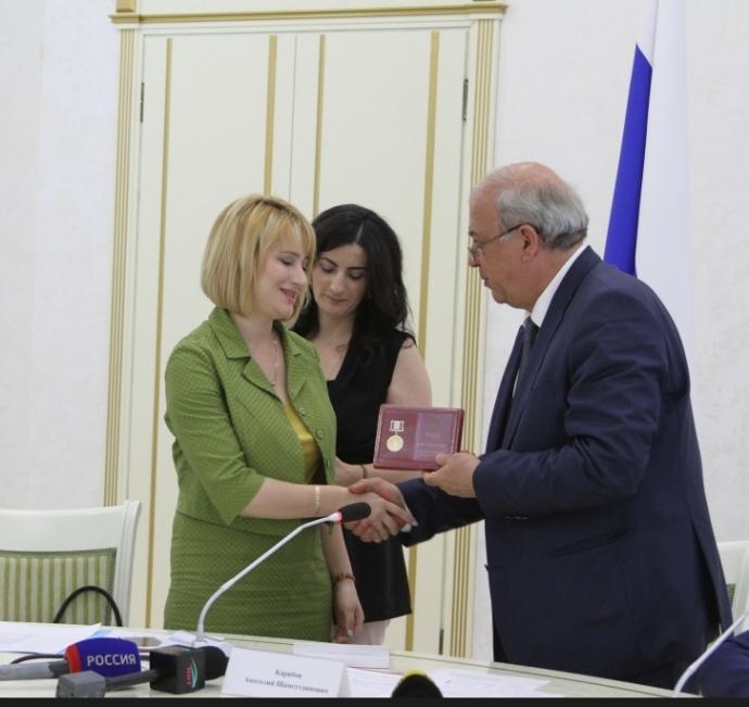 Анатолий Карибов наградил памятной медалью «Патриот России» отличившихся дагестанцев