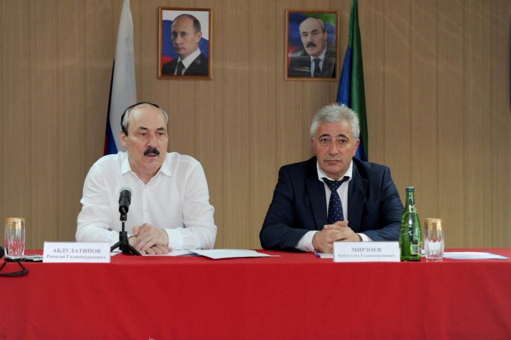 Рамазан Абдулатипов встретился с активом Хивского района