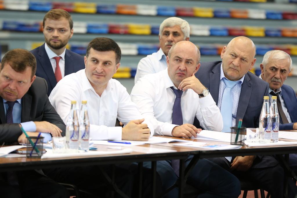 Под руководством Главы Дагестана состоялось заседание Совета руководителей муниципальных районов и городских округов республики и Общественной палаты РД