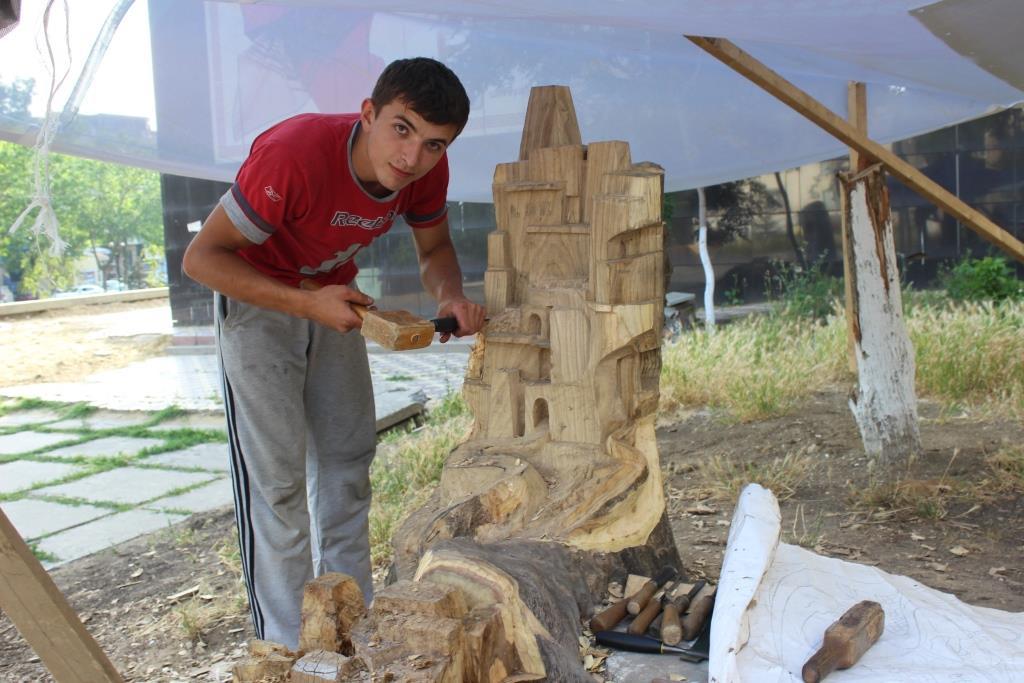 Уникальная скульптура появилась в центре Махачкалы