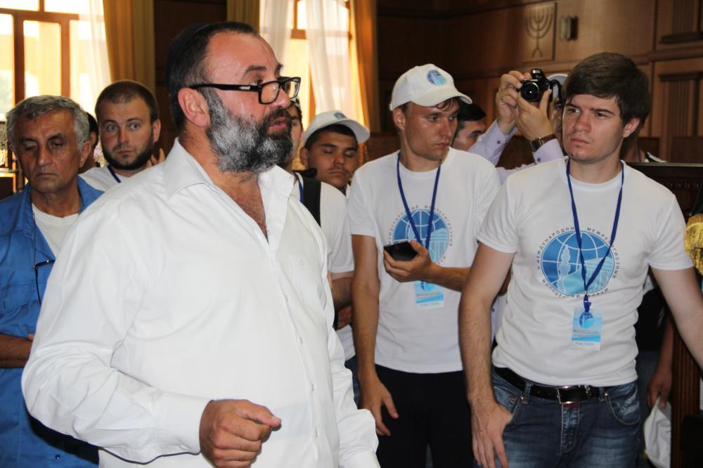 Участники III Международного межрелигиозного молодежного форума посетили религиозные святыни г. Дербента