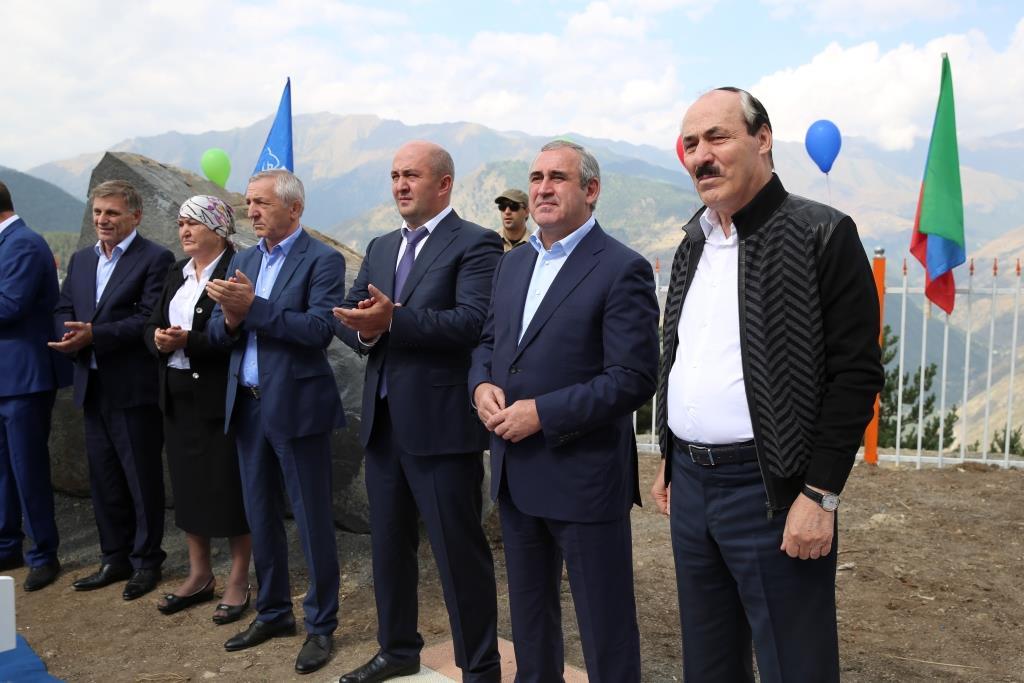 Глава Дагестана открыл среднюю общеобразовательную школу в с. Хидиб Тляратинского района