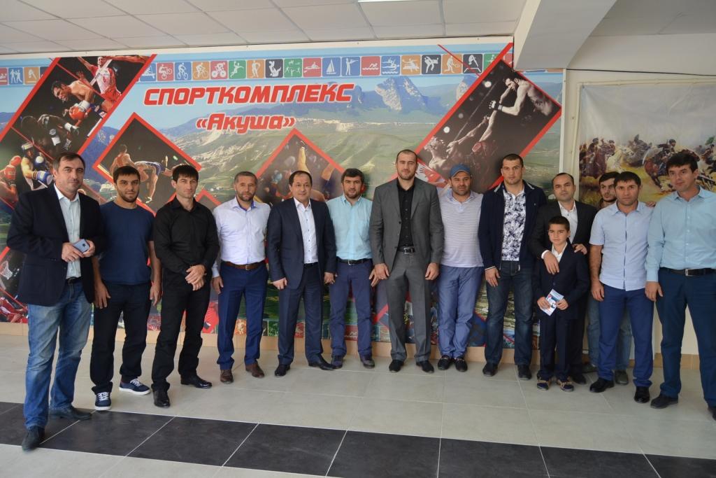 Участникам Олимпийских игр вручили подарки в Акушинском районе