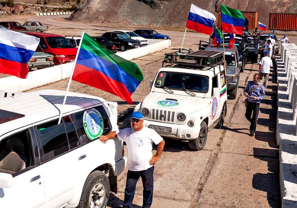 Автопробег «Белые журавли» прибыл на родину Расула Гамзатова в Хунзахский район