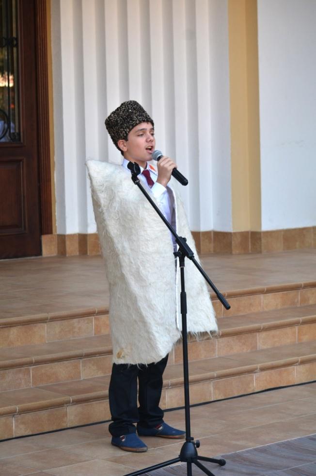 Поэтические чтения ко дню рождения Расула Гамзатова состоялись во дворе Театра поэзии