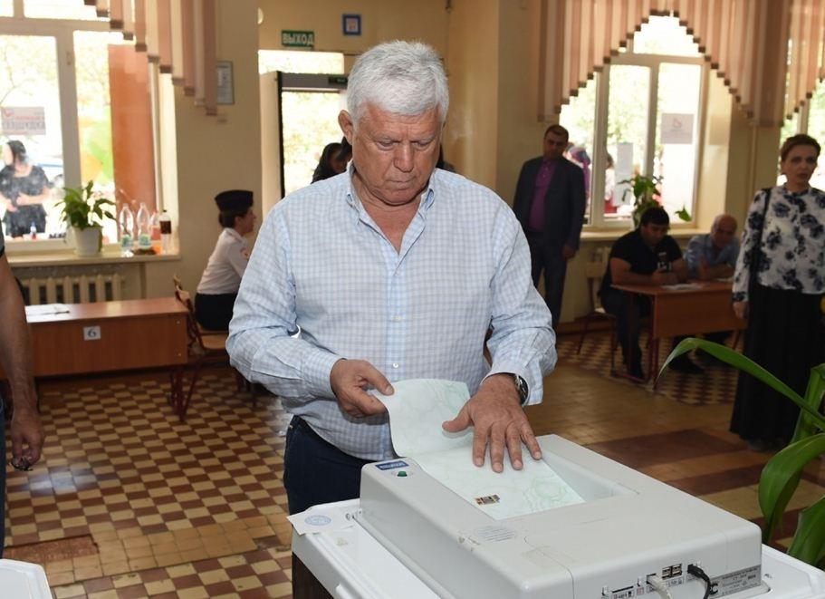 Хизри Шихсаидов проголосовал на выборах в Махачкале