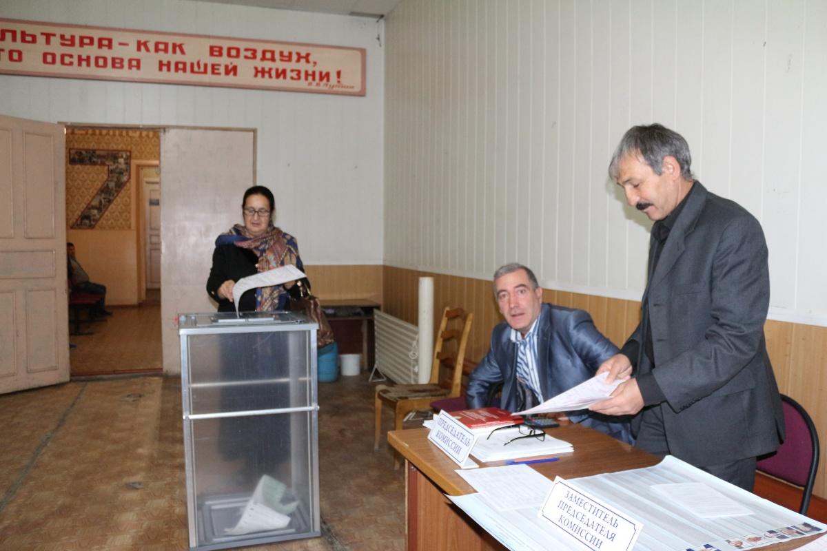 В Ахтынском районе голосование проходит спокойно!