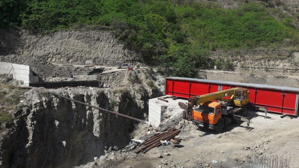 В Гумбетовском районе ведется строительство нового моста