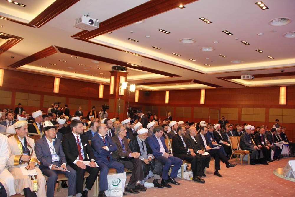 Первый Всемирный форум по сближению мазхабов проходит в Москве