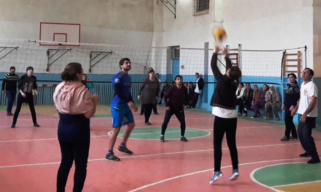 Учителя общеобразовательных учреждений ДагОгней приняли участие в турнире по волейболу