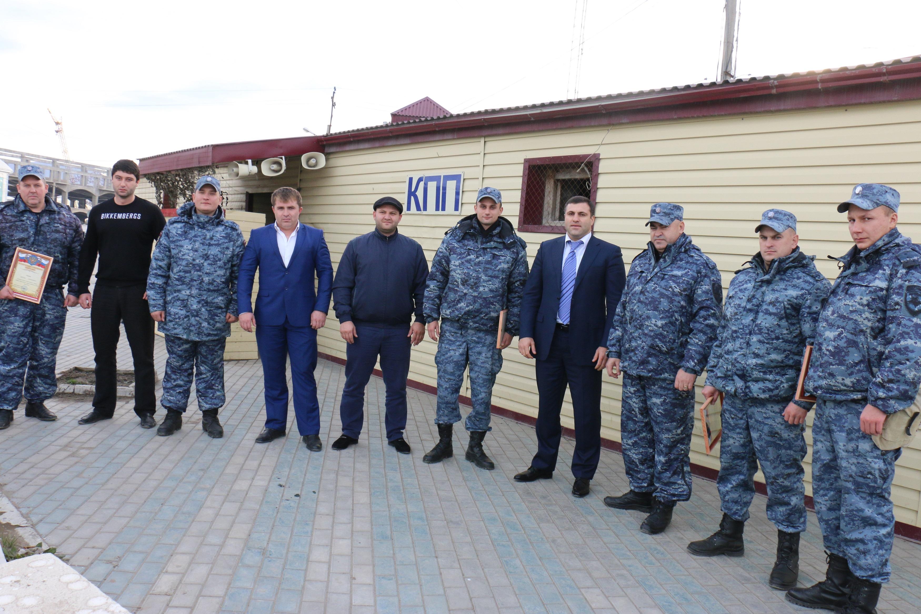 Салих Сагидов вручил благодарности прикомандированным сотрудникам ДПС
