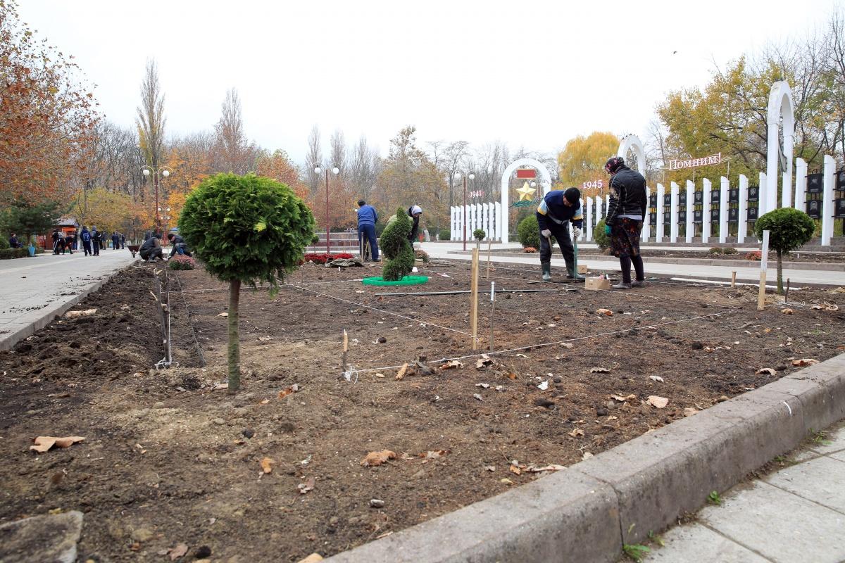 Парк Ленинского комсомола засияет новыми красками
