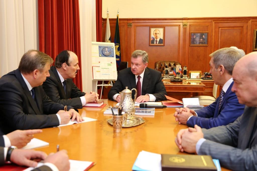 Рамазан Абдулатипов встретился с полномочным представителем Президента РФ в СКФО Олегом Белавенцевым