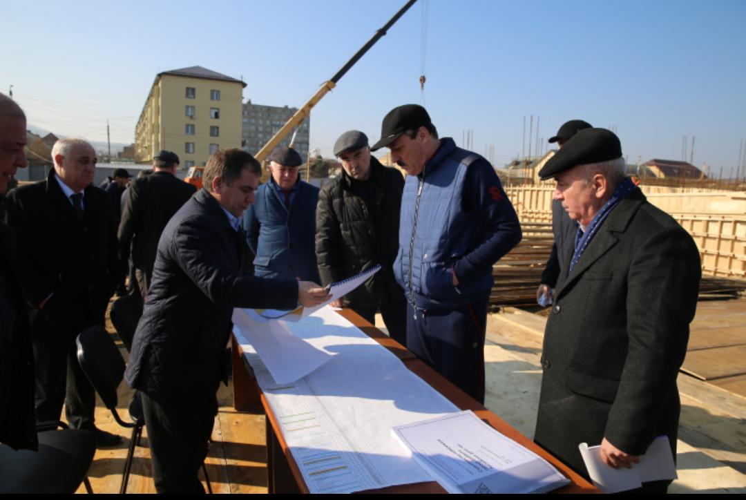 Рамазан Абдулатипов ознакомился с темпами строительства набережной в г.Дербенте