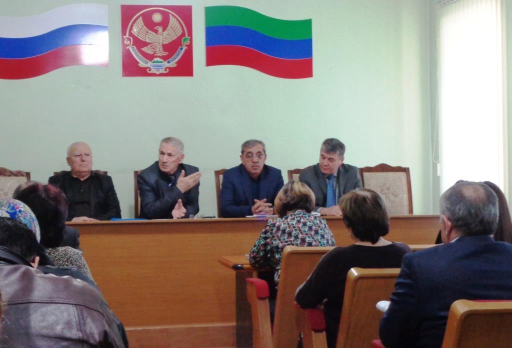 В Дагестанских Огнях на встрече с общественностью обсудили реконструкцию городской площади